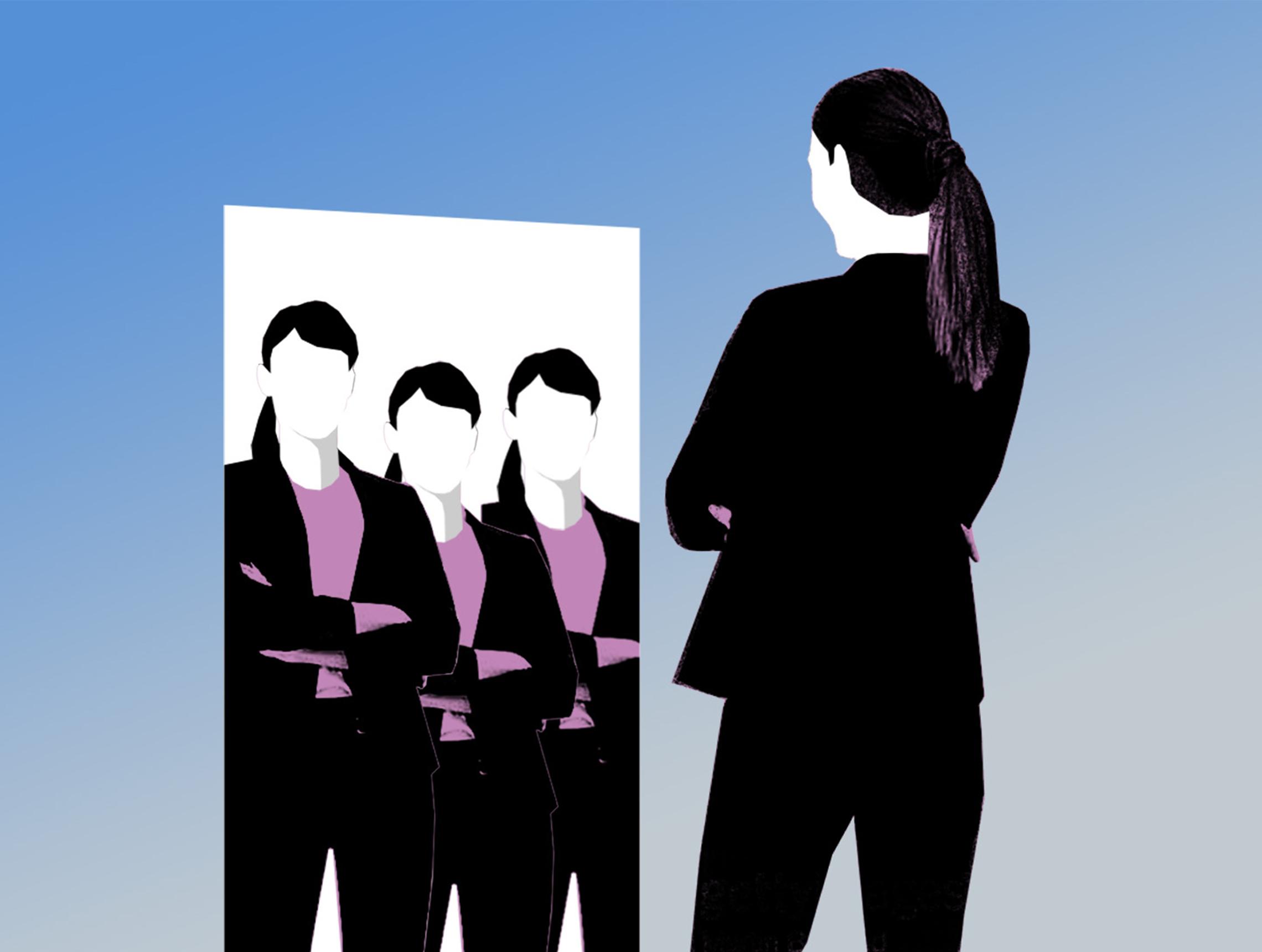 Frau steht vor Spiegel mit mehreren Reflektionen